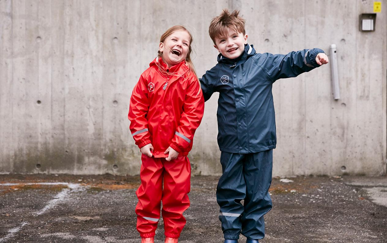 Hvilket regntøj skal du vælge til dit barn?