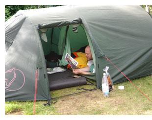Jens hygger i telt
